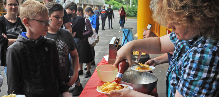 Buntes Schulfest stimmt auf Ferien ein