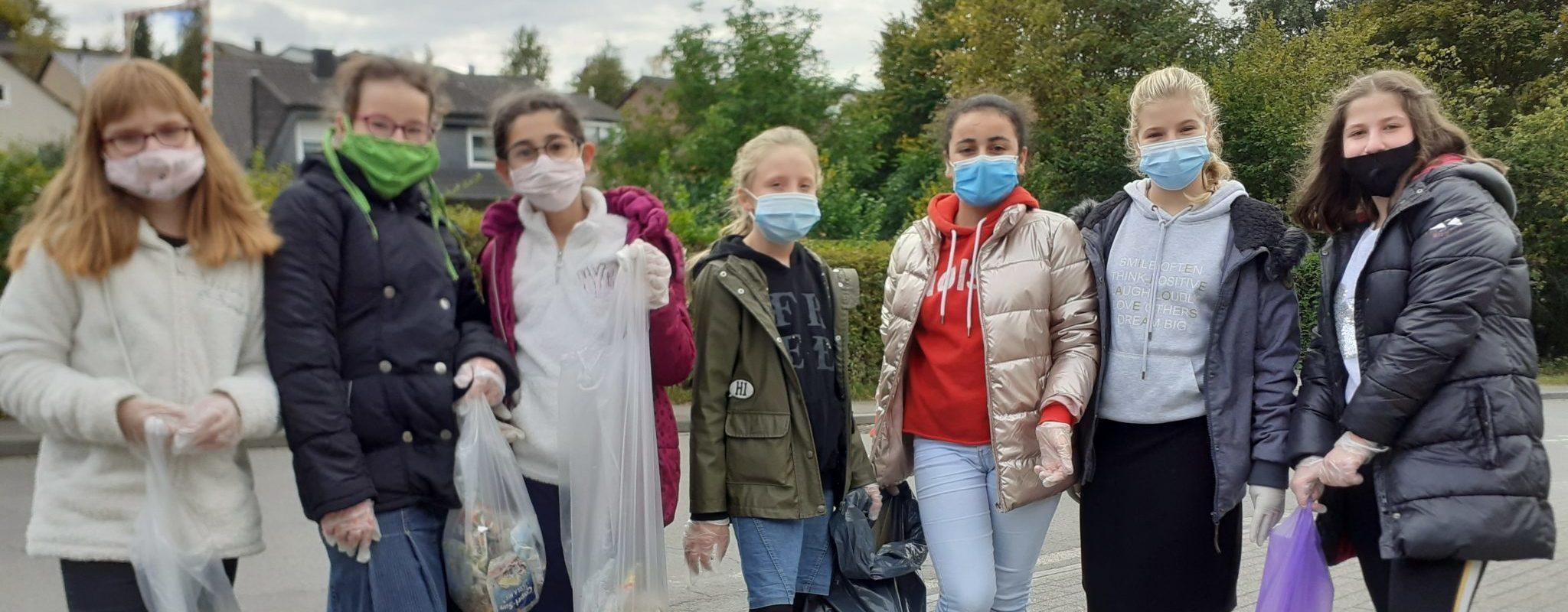Sekundarschüler engagieren sich beim Müllsammeln